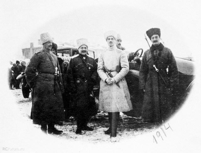 1914. Mercedes 18/34 Великий князь Михаил Александрович Романов на фронте в окружении генералов.