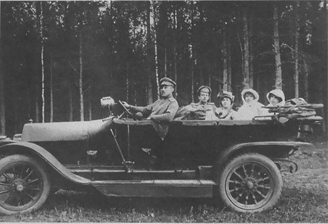 1915. Руссо-Балт С-24/40 одной из последних серий с высоким радиатором в Русской Императорской армии. Минск.