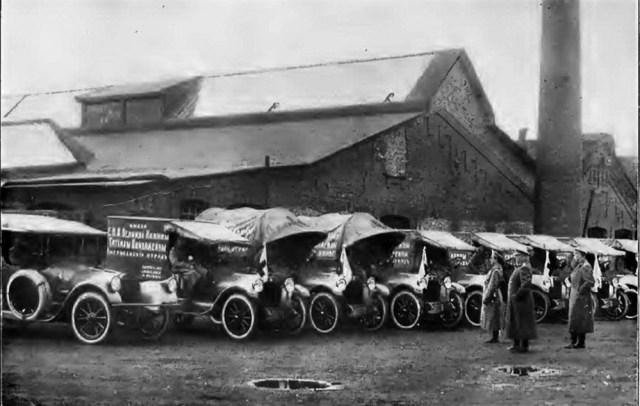 1917. Машины Пирс-Эрроу (Pierce-Arrow 48-B-53) с надписью имени Е. И. В. Великой Княжны Татьяны Николаевны Американский отряд.