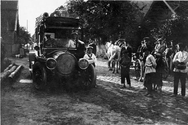 Это изображение имеет пустой атрибут alt; его имя файла - 1909-Автомобиль-Delaunay-Belleville-в.к.Александра-Михайловича-в-деревне-около-СПб.jpg