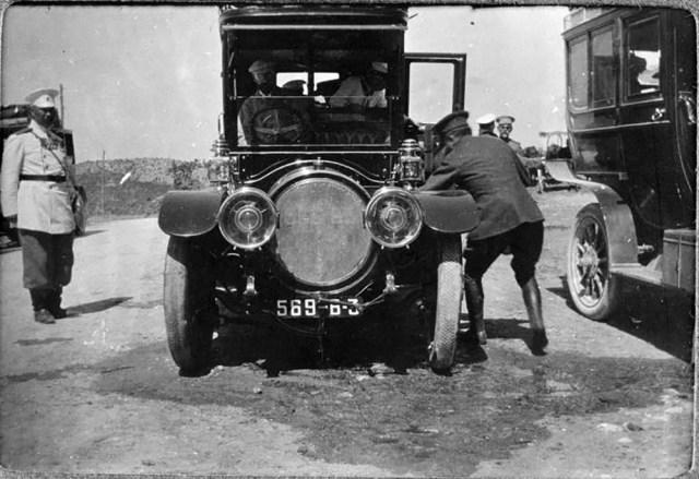 1909. Автомобиль Delaunay-Belleville Великого князя Александра Михайловича на пути из Севастополя во дворец Ай-Тодор в Крыму.