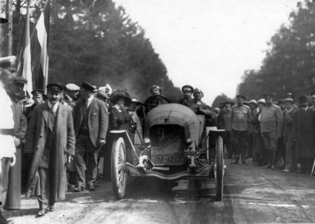1910. Автомобиль Гагенау Торнтона. Пробег Санкт-Петербург - Киев - Москва - Санкт-Петербург.
