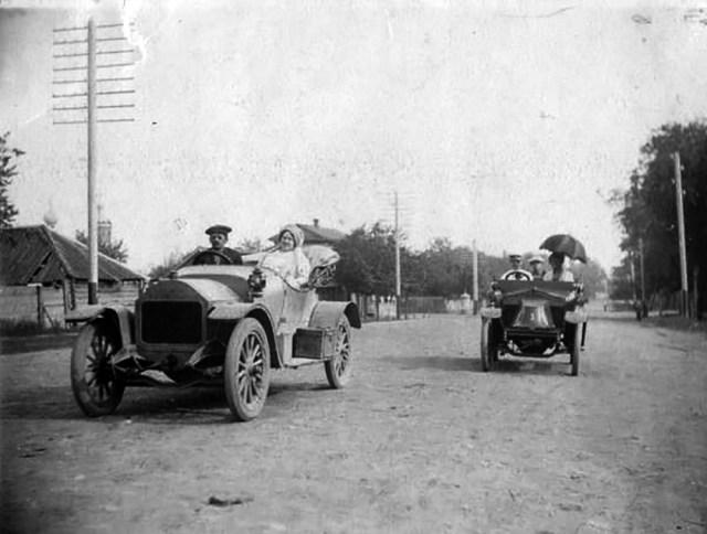 1913. Darracq, Clément-Bayard. Автомобили на улице Телеграфной в Хвалынске Саратовской губернии.
