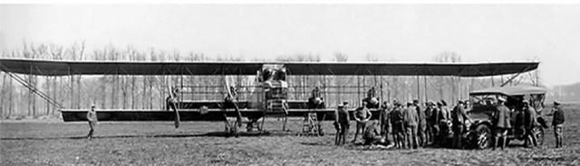 1916. «Паккард» рядом со вторым кораблем «Илья Муромец». Русская Императорская Армия.