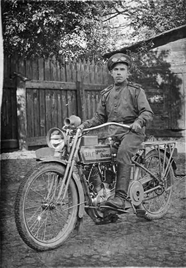 1914-1917. Мотоциклист на Harley-Davidson в Русской Императорской Армии..