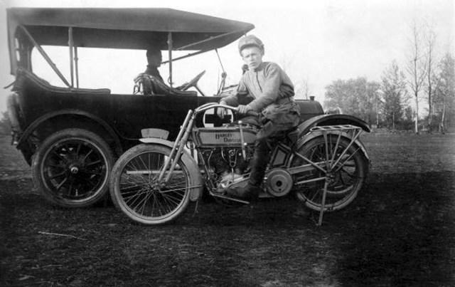 1915. Санитарно-Автомобильный Отряд Всероссийского Земского Союза. Мотоцикл Harley-Davidson.