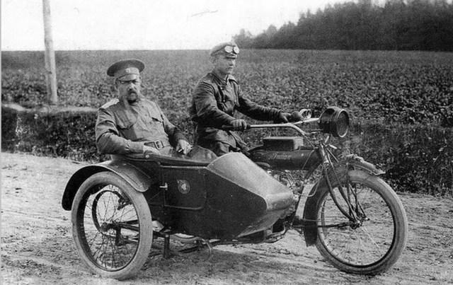 1916 .Американский мотоцикл Indian Powerplus '1000 cc V-twin с коляской в Русской Императорской Армии.