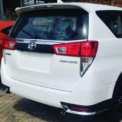 perbedaan new innova dan venturer gambar interior mobil all alphard dengan tampilan berbeda gantikan tipe q diesel selain emblem bumper belakang juga tampak