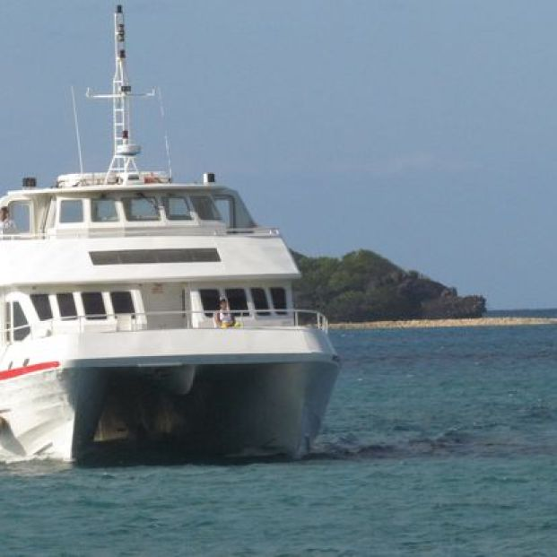 Ferry at the coast of Carriacou.