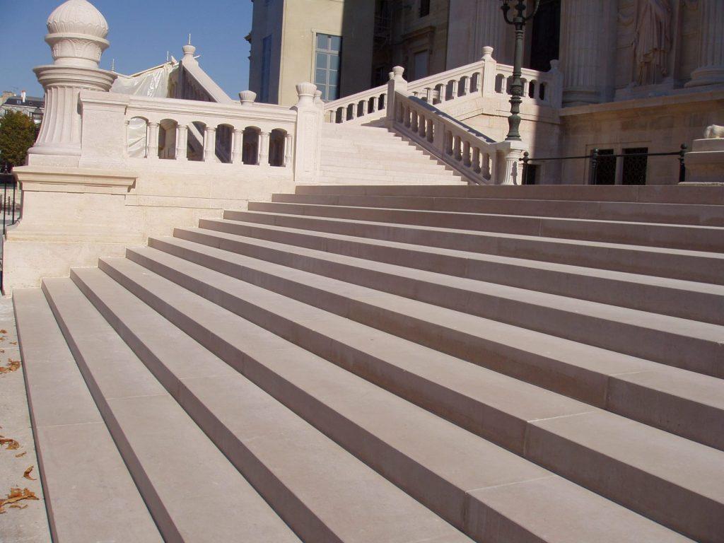 Escaliers pierre de Comblanchien