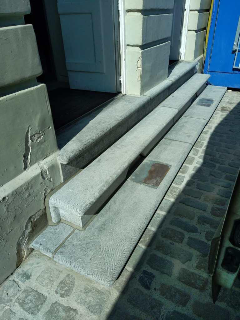 Restauration marches pierre bleue belge