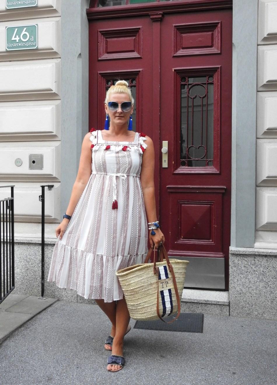 Tassels-Summer-Dress-Embroidered-Korb-Bag-carrieslifestyle-Tamara-Prutsch