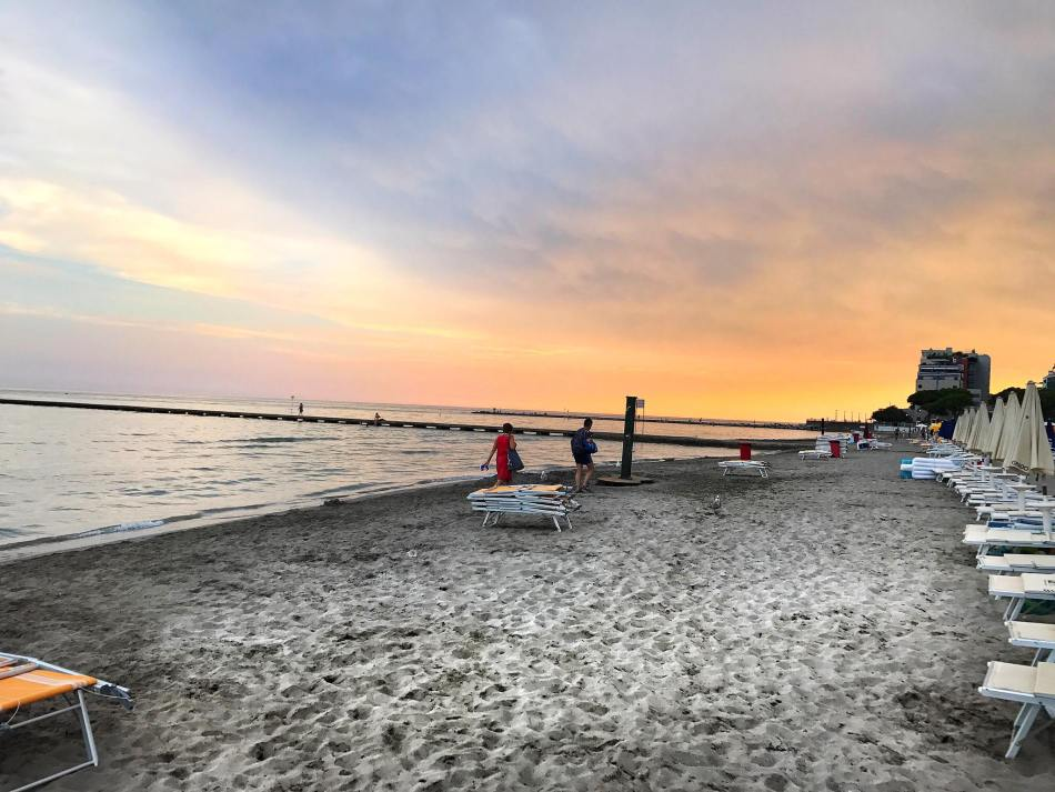 Sonnenuntergang-Grado-Beach-Strand-Meer-Seaview-carrieslifestyle-Tamara-PRutsch-Reisebericht-Reiseblog