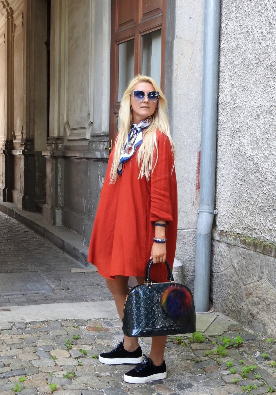 Velvet-Samt-Dress-Kleid-Herbstlook-Falllook-Louis-Vuitton-Bag-Sneakers-carrieslifestyle-Tamara-Prutsch