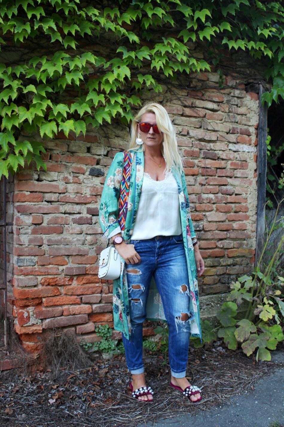 Kimono-MiuMiu-Adiletten-Valentino-Rockstud-Bag-Denim-carrieslifestyle-Tamara-Prutsch