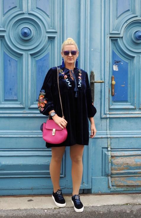 Velvet-Samt-Kleid-Embroidered-Blumenstickereien-Tassels-Earrings-Chloe-Drew-Bag-carrieslifestyle-Tamara-Prutsch