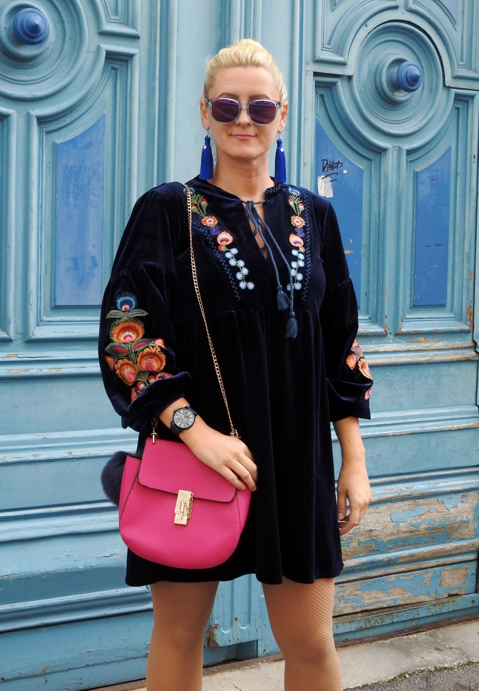 Velvet-Samt-Kleid-Embroidered-Blumenstickereien-Tassels-Earrings-Chloe-Drew-Bag-carrieslifestyle-Tamara-Prutsch