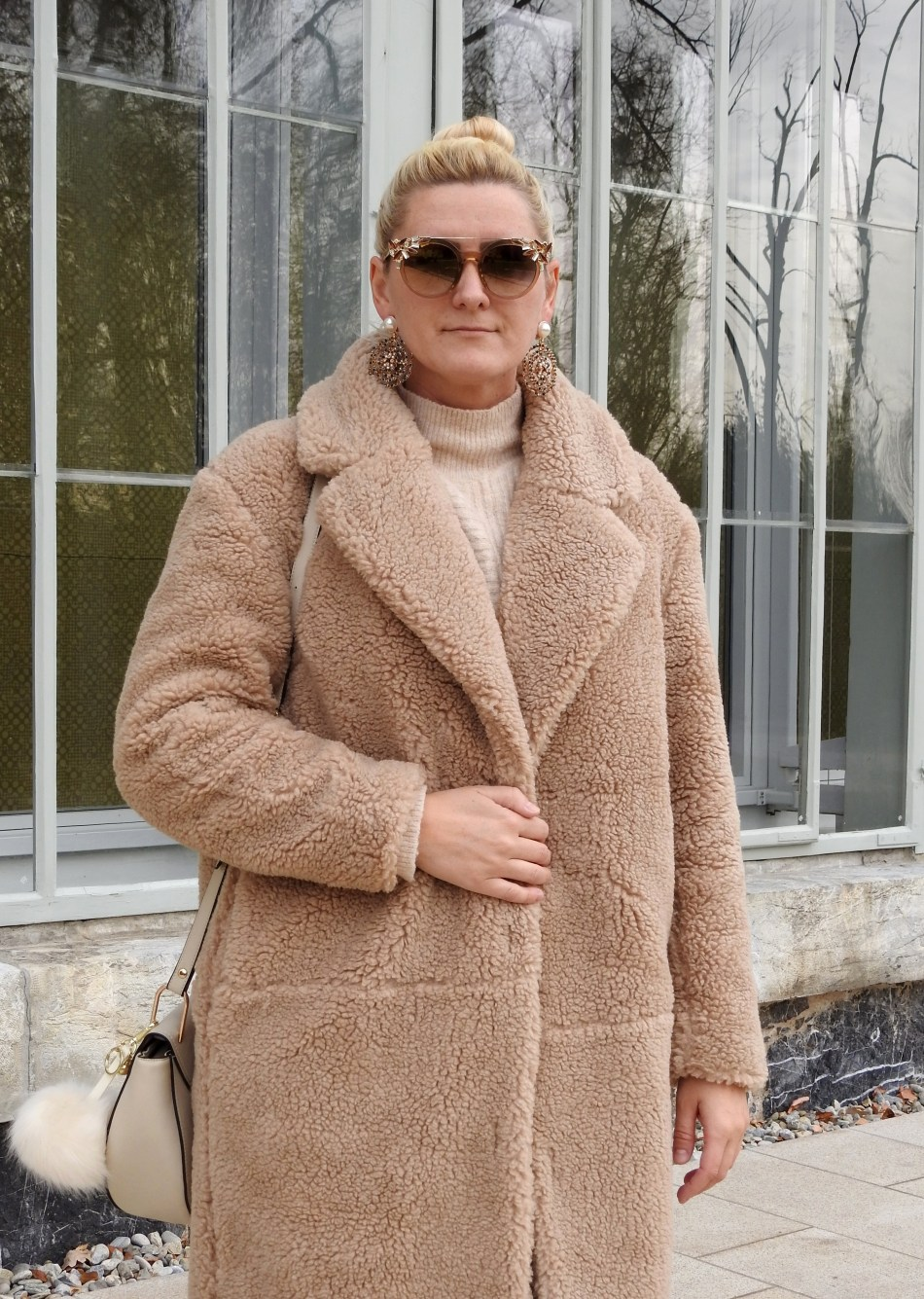 Teddy-Coat-Sunglasses-Shades-NoraNYC-Chloe-Drew-Bag-Zara-Earrings-Beige-carrieslifestyle-Tamara-Prutsch