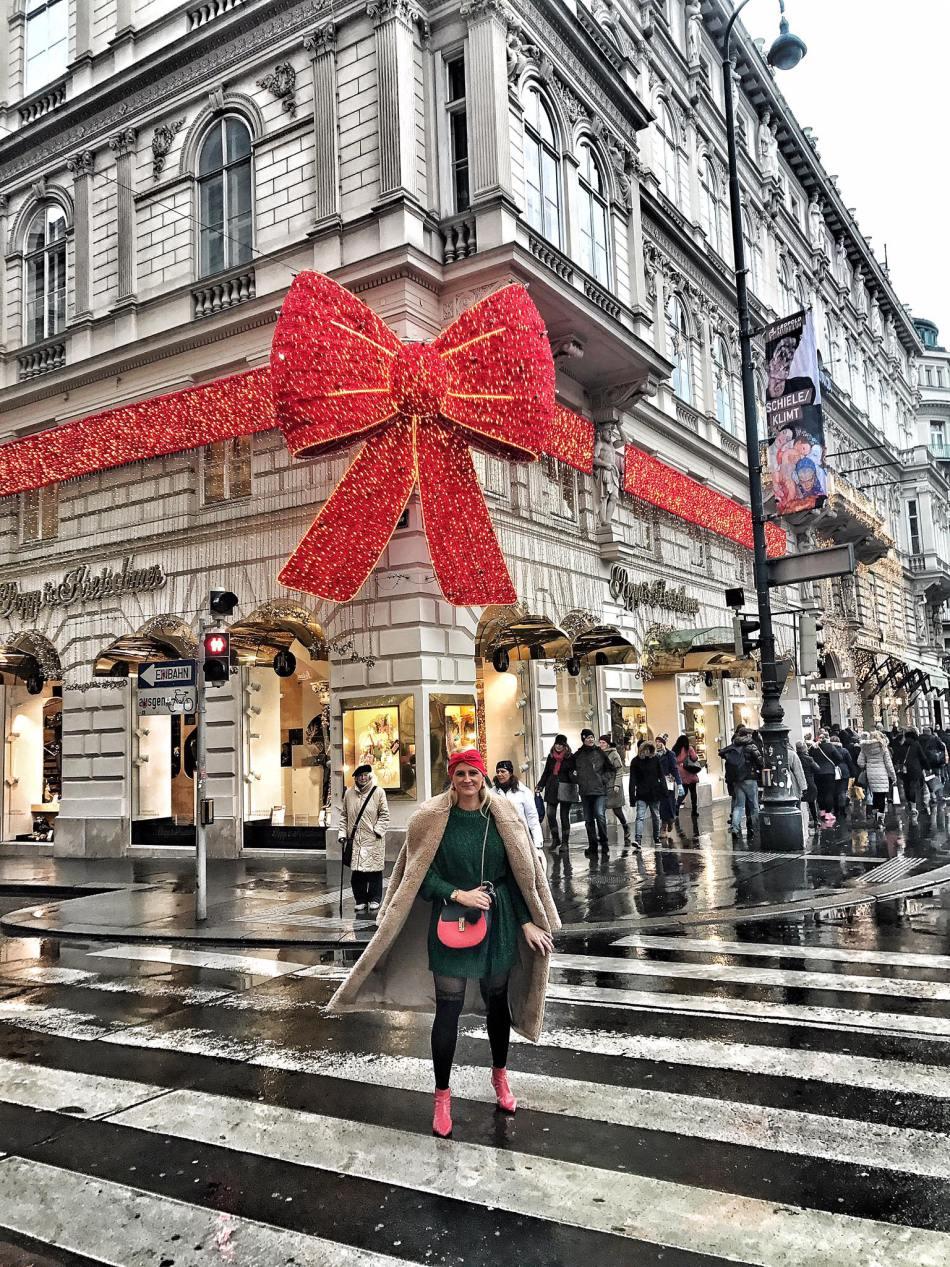 Popp-Kretschmer-Masche-Schleife-Rot-Weihnachten-Christkindlmarkt-Wien-Advent-carrieslifestyle-Tamara-Prutsch