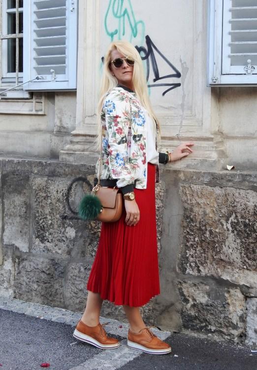 Prints-Stickerein-Floralprint-Bomberjacke-Bomberjacket-carrieslifestyle-Tamara-Prutsch