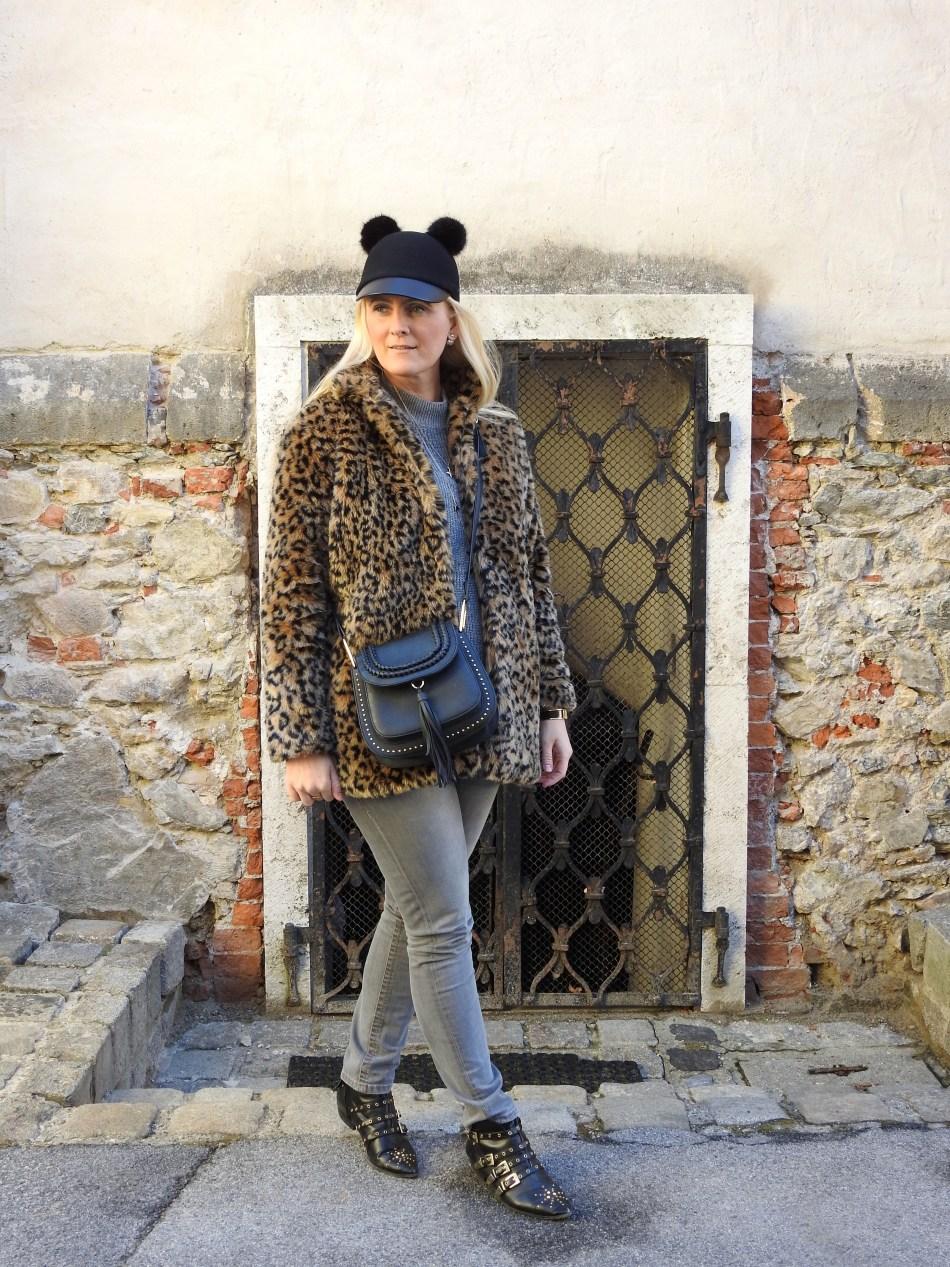 Leoprint-Coat-Grey-Denim-Studded-Boots-Zara-Suzanna-Booties-Chloe-Bag-Micky-Cap-carrieslifestyle-Tamara-Prutsch