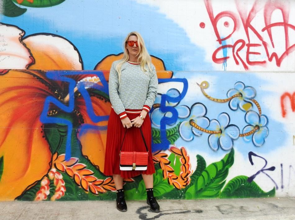 Colourblocking-Plissee-Skirt-Fashionsocks-Calzedonia-Büchner-Sweater-carrieslifestyle-Tamara-Prutsch