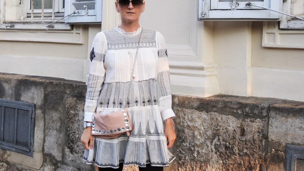 Zara-Embroidered-Dress-Leggings-Black-Ballerina-Shoes-Miumiu-carrieslifestyle-tamara-Prutsch