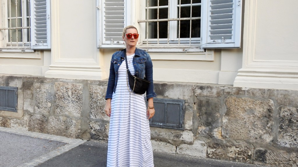 Beltbags-Gürteltasche-Styen-Superga-Sneakers-Footway-Maxidress-Zara-Denim-Jacket-Zara-Dark-Carrera-Sunglasses-carrieslifestyle-Tamara-Prutsch