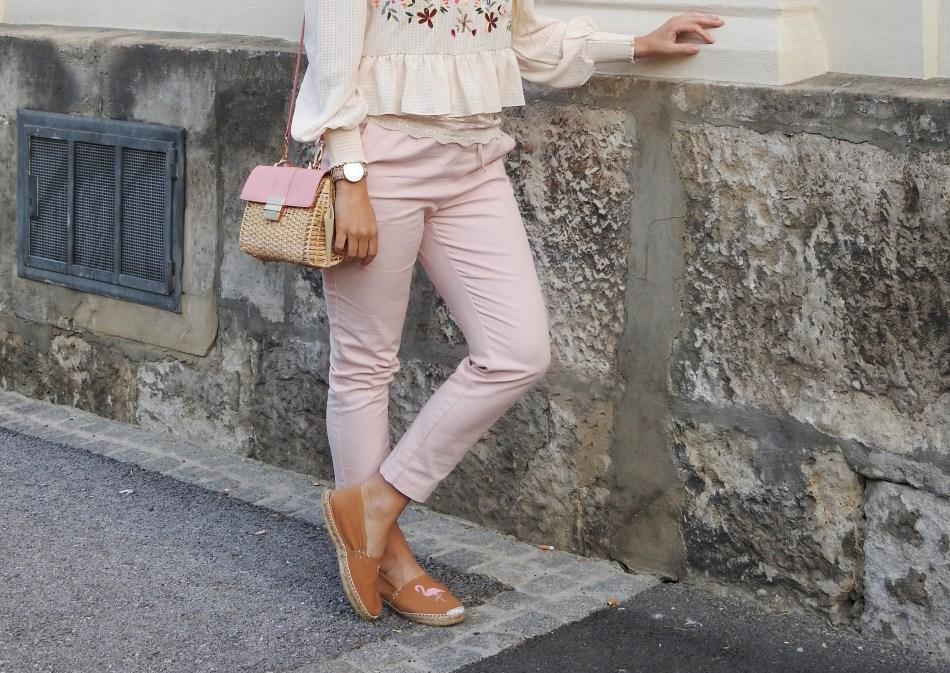 Blumenprints-Floralprint-Jacket-Zara-Rosa-Pink-Pants-Espadrilles-Korbtasche-Metallic-Sunglasses-Shades-Blouse-carrieslifestyle-Tamara-Prutsch-Springvibes-Springlook-Pastell