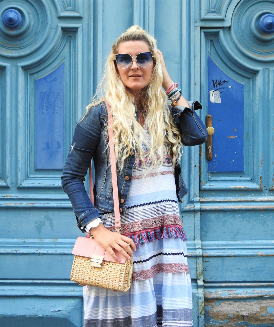 Zara-Dress-pastellfarben-Colourblocking-Basket-Korbtasche-Superga-Sneakers-Pink-Pailletten-Denim-Jacket-carrieslifestyle-Tamara-Prutsch-Summer-Look