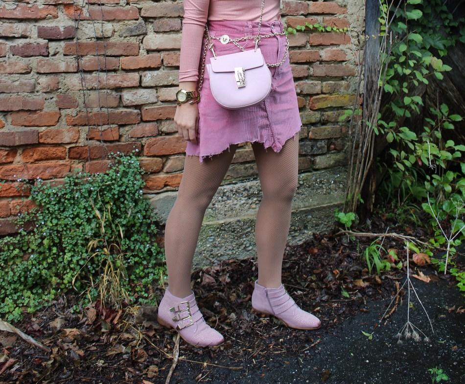 Trend-Kettengürtel-Chainbelt-Chanel-Kordrock-Kord-Skirt-Baskenmütze-Rosa-studs-Studded-Boots-Suzanna-Chloe-Bag-Gold-carrieslifestyle-Tamara-Prutsch-Fashionblogger