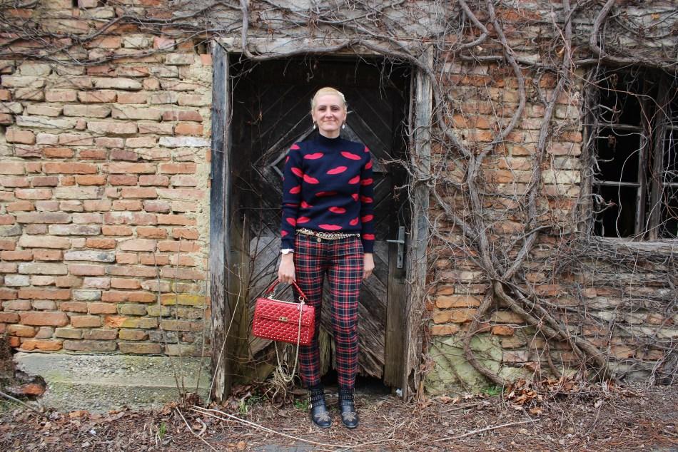 Karo-Valentino-Rockstud-Bag-Red-Studs-Suzanna-Boots-Chloe-carrieslifestyle-Tamara-Prutsch-Orsay-Sweater