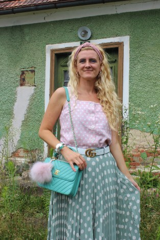 Polkadots-Dots-Trends-2019-Fashionblogger-Mint-Skirt-Chanel-bag-carrieslifestyle-tamara-Prutsch