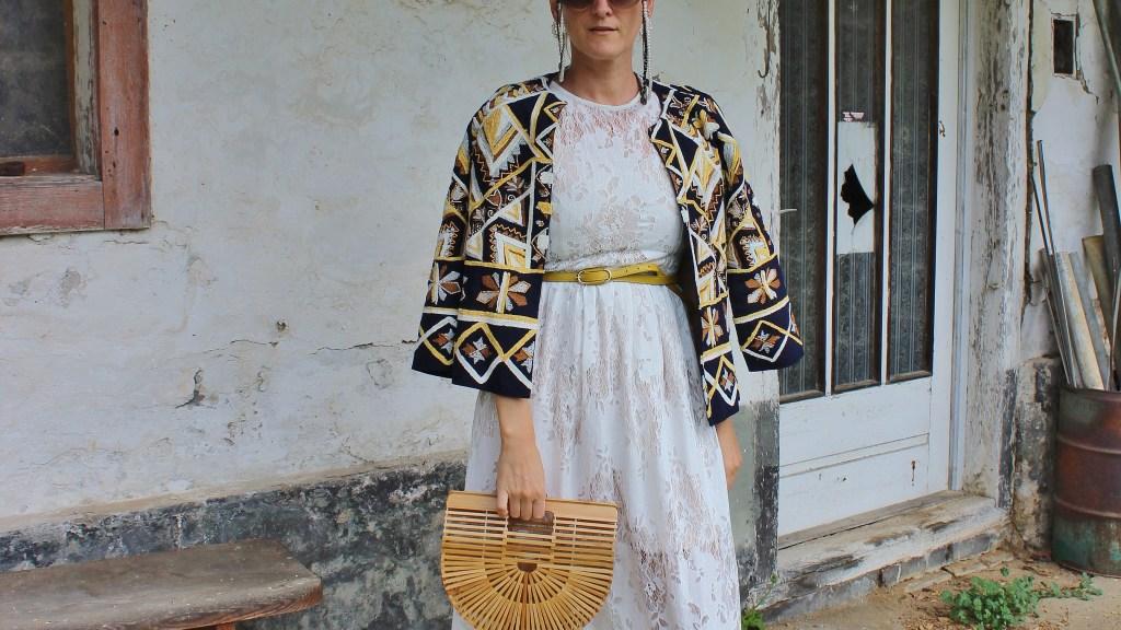 Spitzenkleid-Sandalen-Senfgeld-Trendfarbe-Geld-Cult-Gaiga-Bag-Handtasche-Zara-Jacke-Muster-carrieslifestyle-Tamara-Prutsch-Klassiker