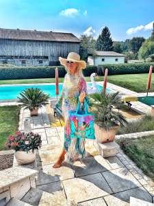 Summer-Summerlook-Summerfashion-Tunika-Moschino-Bag-Poolvibes-Poolgirl-carrieslifestyle-Tamara-Prutsch