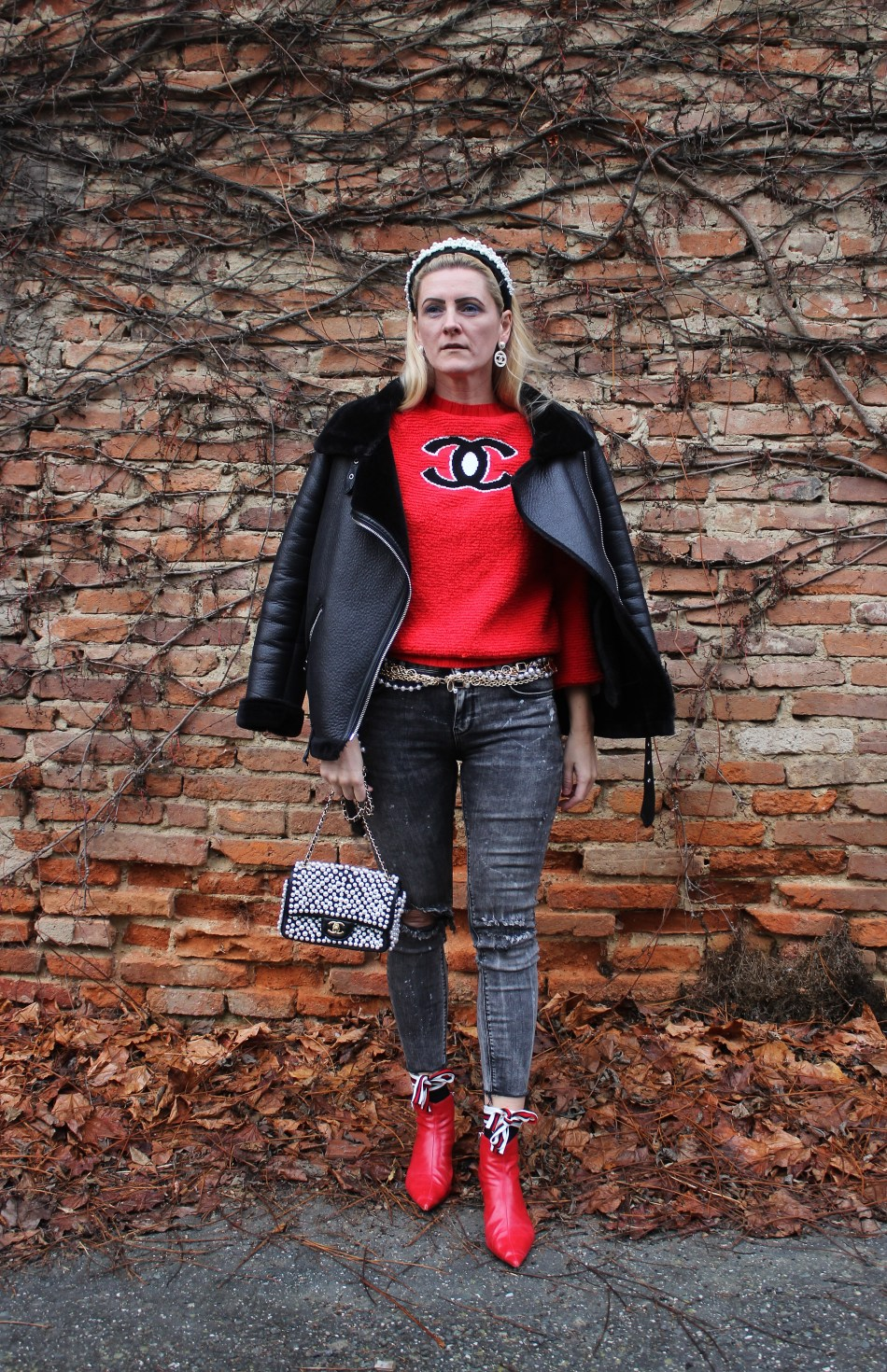 Chanel-Sweater-Pearls-Chainbelt-Fashionsocks-Denim-carrieslifestyle-Tamara-Prutsch
