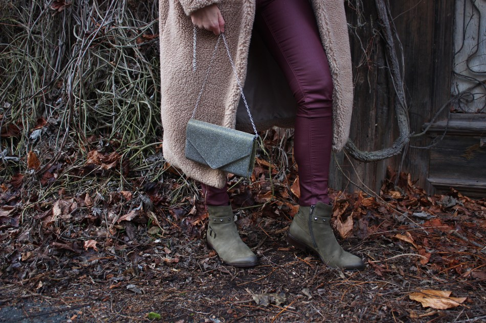 CCC-Shoes-and-Bags-Khaki-Boots-Teddycoat-carrieslifestyle-Tamara-Prutsch