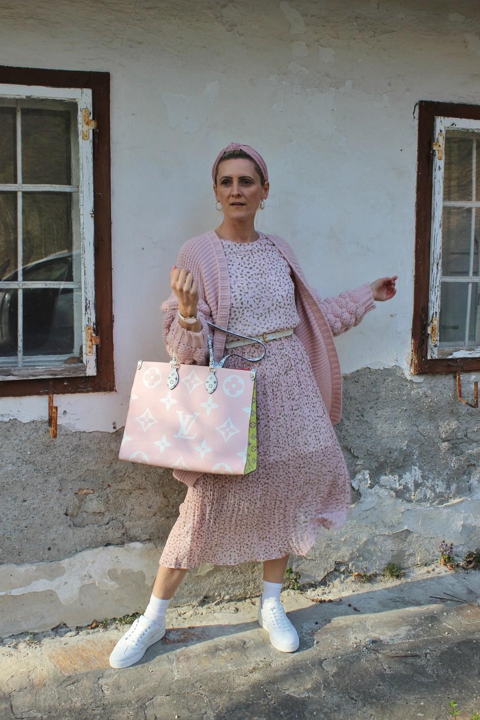 Lashoe-Hallux-Gesundheitsschuhe-Halluxvalgus-Komfort-Schuhe-Sneakers-Weiß-carrieslifestyle-Tamara-Prutsch-Louis Vuitton On the Go-rosa-