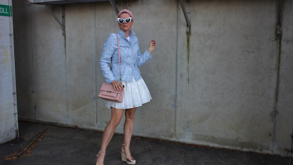 Tweedheart-Fashion-Tweed-Blazer-Hellblau-Sandalen-CCC Shoes and Bags-YSL-Sunglasses-Sommerlook-carrieslifestyle-Tamara-Prutsch