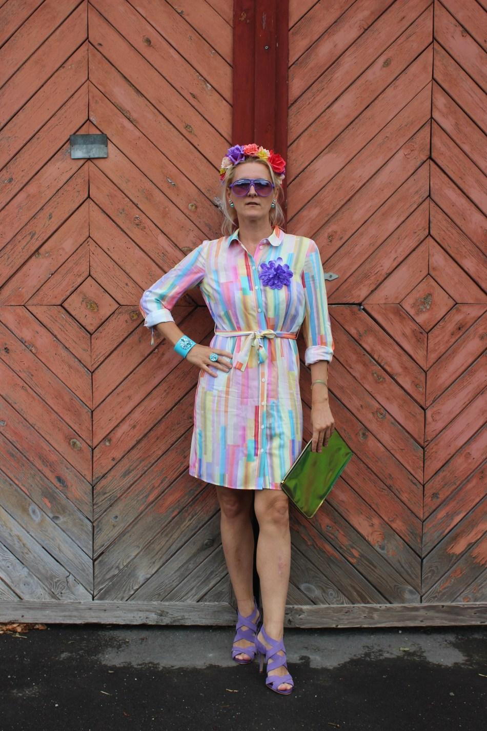 Alba Moda-Kleider Trends 2020-Streifenkleid bunt-Lila High Heels Zara, Metallic Tasche-carrieslifestyle-Tamara Prutsch-Swarovski Schmuck