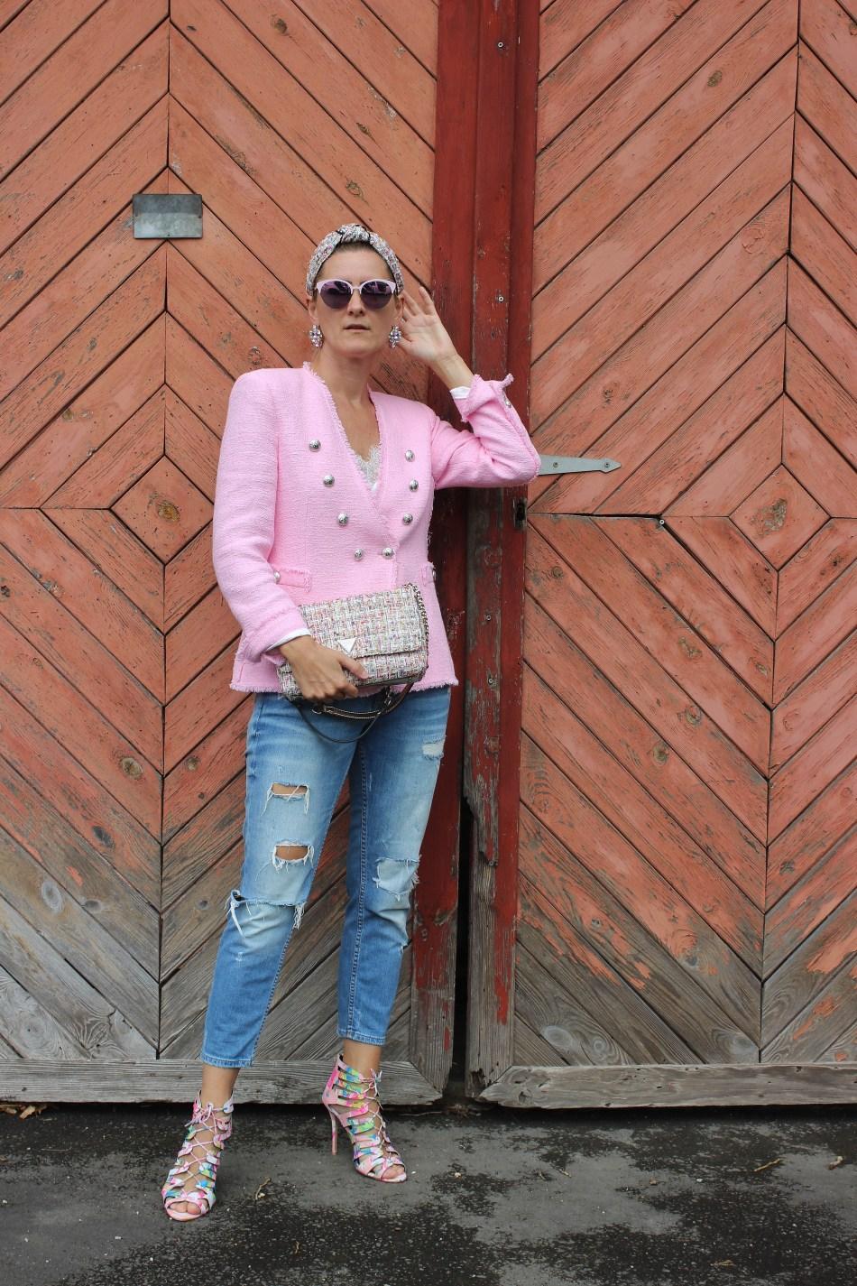 Tweed-Blazer-Tweedtasche Guess- Cessily Bag-Kastner & Öhler-High Heels- Denim-carrieslifestyle-Tamara Prutsch
