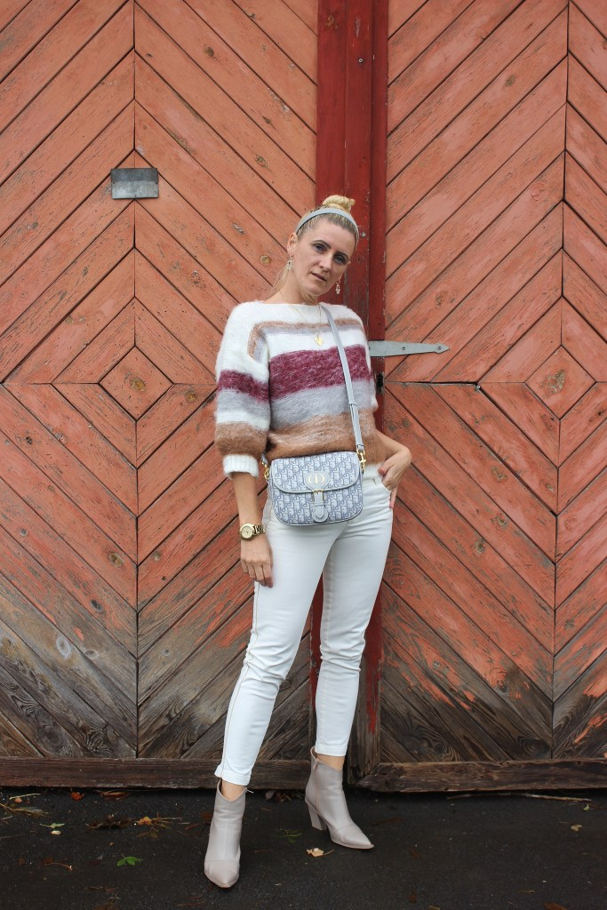 Sweater NAKD Fashion-Weiße Jeans im Herbst-Boots-Dior Bobby Bag-carrieslifestyle-Tamara Prutsch-grey