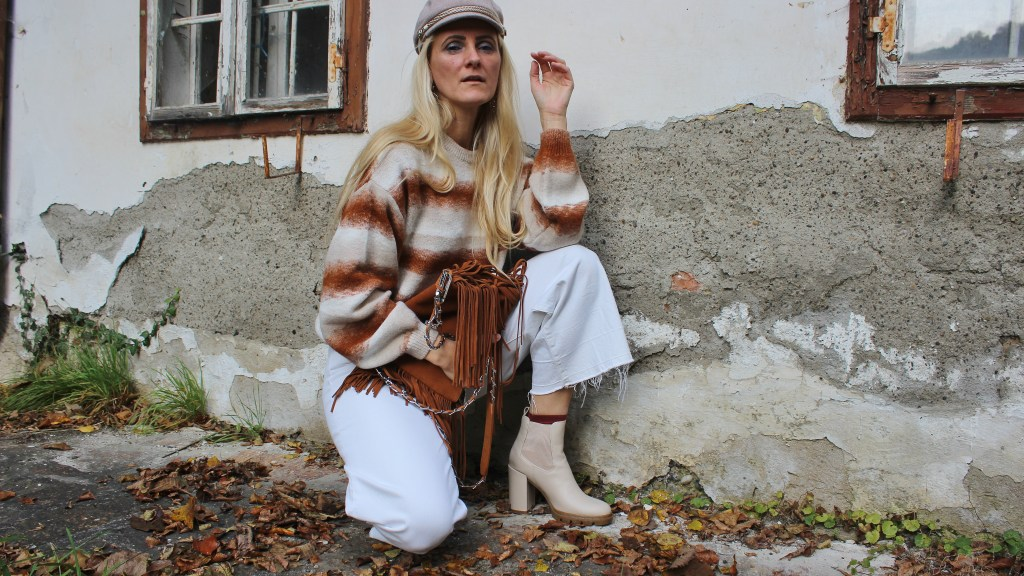 Neutrals-Beige-Beige Boots Jenny Fairy-CCC Shoes and Bags-White Culottes-Gino Rossi Fransentasche Coganc-NAKD Sweater Stripes-carrieslifestyle-Tamara Prutsch