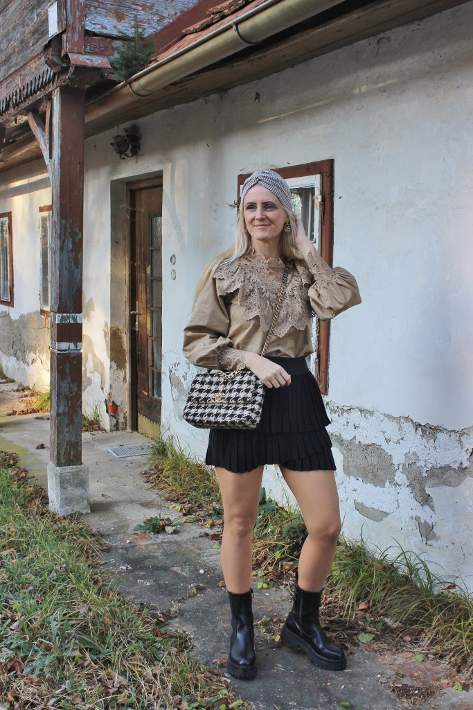 Beige - Häckeloptik-Fransenrock Schwarz-Chunky Chelsea Boots-CCC Shoes and Bags-Chanel Houndtooth Bag-carrieslifestyle-Tamara Prutsch