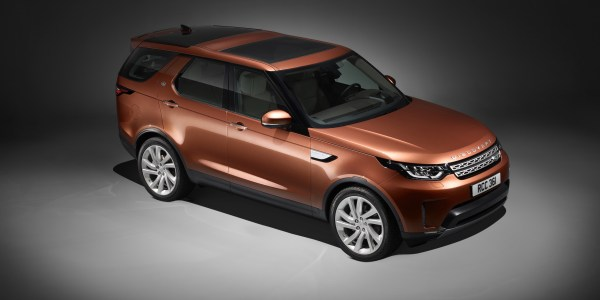 land-rover-discovery_studio_front-2953-x-2219