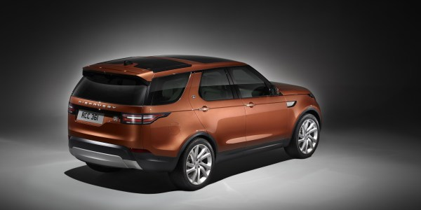 land-rover-discovery_studio_rear-2-2953-x-2272