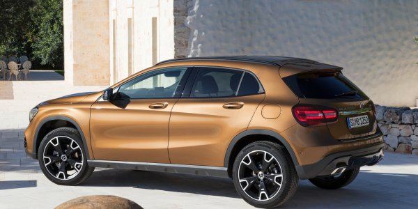 Mercedes-Benz-GLA-2018-1600-13