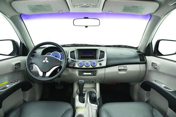 Nova L200 Triton 2016 interior