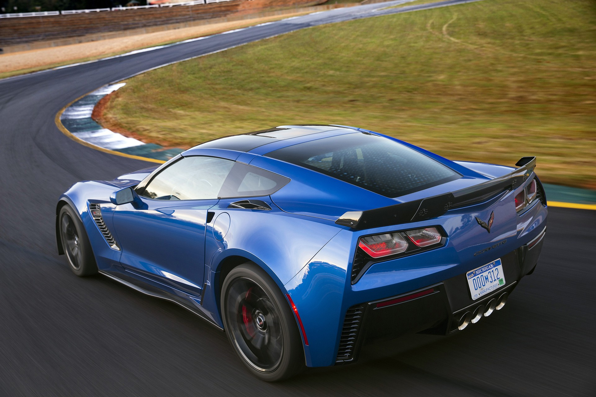 https://i0.wp.com/carrrs.com/wp-content/uploads/2016/02/2016-Chevrolet-CorvetteZ06-039.jpg