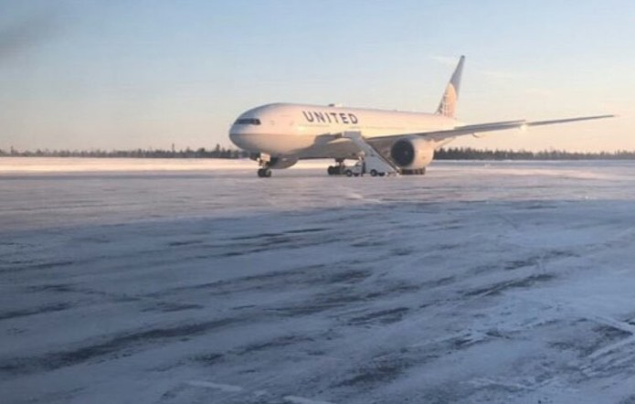 canada - united airlines - Chilly night for iced doughnuts